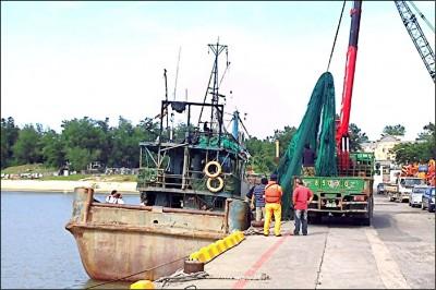 「有螃蟹等著吃你」 洩暗號包庇中國漁船 3海巡撤職