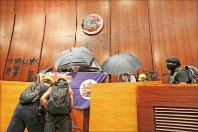 攻佔立法會 香港20死士留守