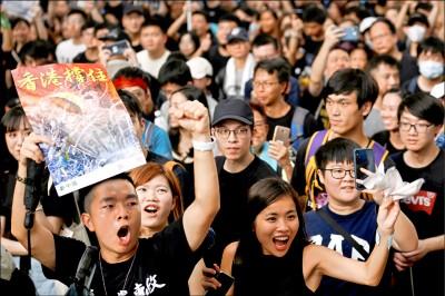 長期不滿沮喪 香港青年抗爭不罷休