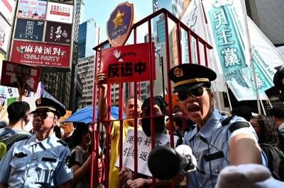 中國控港示威暴徒 北京民眾:沒事人家示什麼威