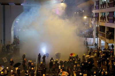 反送中》香港白衣惡煞群毆市民 45傷1命危