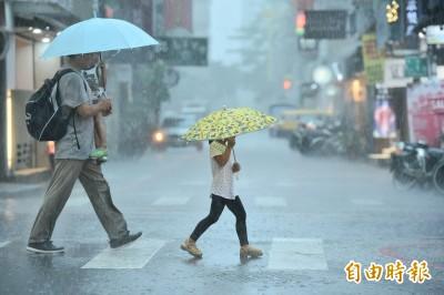 最高時雨量達55毫米!北北基苗豪雨特報 台北多地淹水