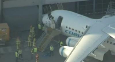澳洲客機煞車失靈…機頭撞進塔台裡
