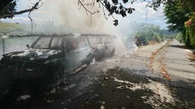報廢車突起火燃燒成廢鐵 警消調查起火原因