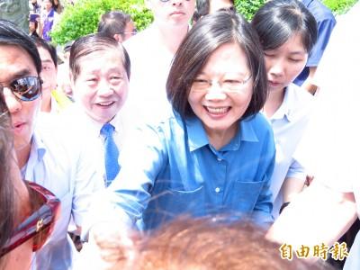 湧蓮寺參拜 蔡英文:只要有我在 不用擔心台灣變成第二個香港