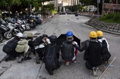 香港示威者在抗爭中學習 改與警方玩貓捉老鼠