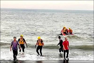 東台海邊戲水突遇大浪 1國中生被捲走