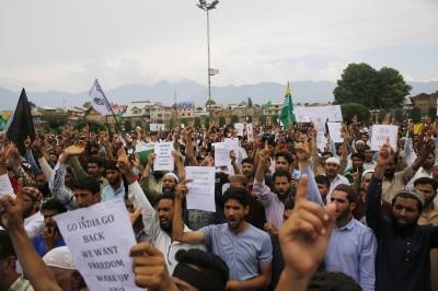 印控喀什米爾又爆抗議衝突 警方朝民眾發射催淚彈