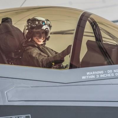 帥!美海軍陸戰隊首位F-35女飛行員 將調至駐日美軍