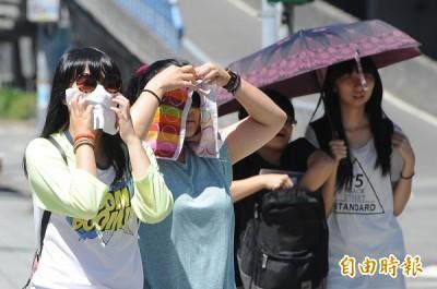 各地炎熱台北高溫上看36度 中南部持續大雨