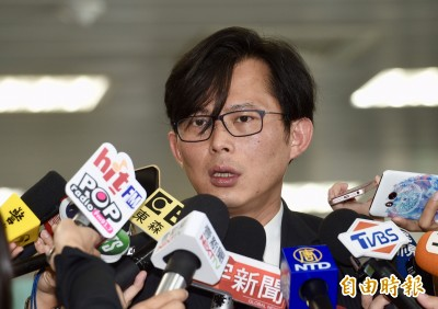 黃國昌確定不選區域立委 改推辦公室主任賴嘉倫