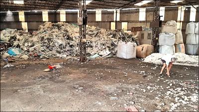 環保蟑螂? 埔里出租廠房堆350噸廢棄物