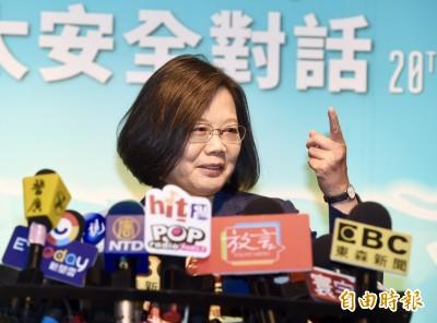 韓國瑜「公文疊疊樂」示盡責 蔡英文酸:批過跟借拍照的混在一起