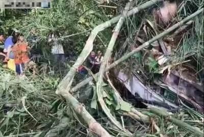 寮國遊覽車翻覆 中國旅行團已14死、30傷、2失聯