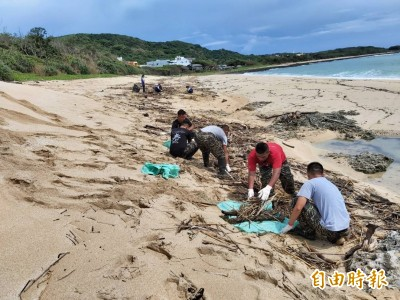 恢復墾丁美麗貝殼沙灘 鵝鑾居民志工使出「還我漂亮拳」