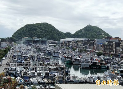 白鹿颱風來襲 800多艘漁船塞爆南方澳
