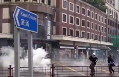 反送中》香港遊行再現羽球王子! 以球拍回擊催淚彈