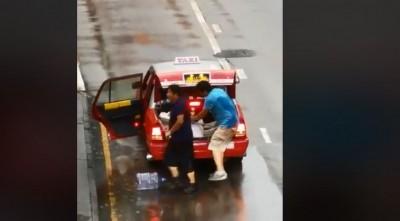 香港2男持鐵棍當街打人 反遭示威民眾制伏圍毆