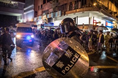 中共恐派武警混入 王丹:港警像30年前殺人部隊