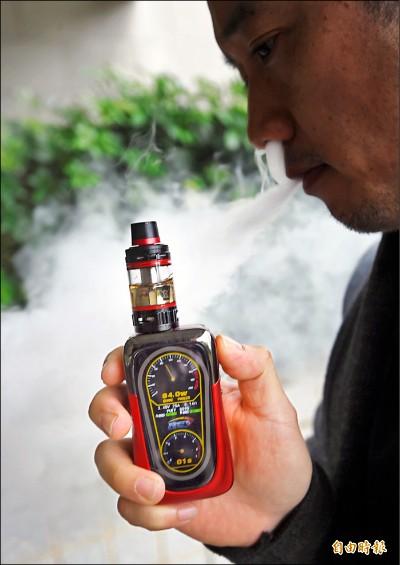 車內吸電子煙 PM2.5飆空汙紫爆7倍/加熱菸也會產生PM0.3懸浮物 殘留二手、三手菸提高致癌風險