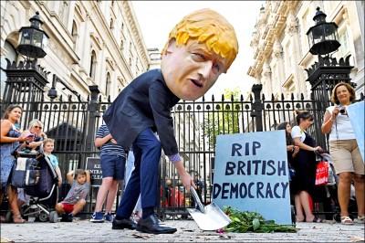 休會被延長 英反對黨嗆「佔領國會」