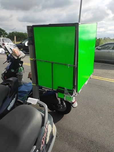 加裝超大箱子!外送員這款「改車」超蝦趴 網喊:太專業