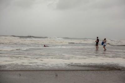 颶風來發大財?佛州海灘竟有古柯鹼磚沖上岸 價值近百萬
