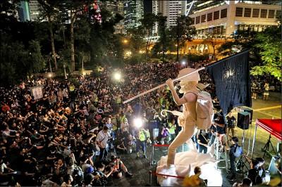 香港信評隔24年降至AA 展望「負面」