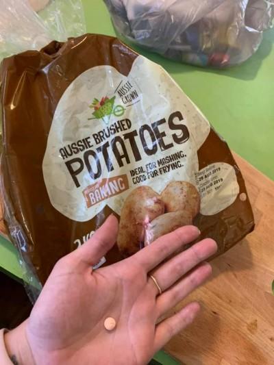 驚!買馬鈴薯驚見底部暗藏「安眠藥」 母怕小孩誤食