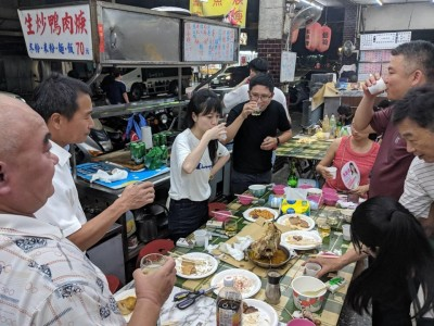中秋跑攤50場 高嘉瑜戲稱「魚肉鄉民」