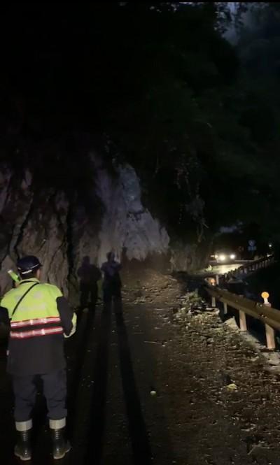 中橫公路台8線131K土石坍落 今晚緊急封路