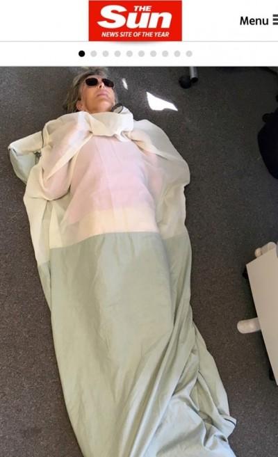 怕5G殺了她 英國阿嬤花萬元買「防WiFi睡袋」