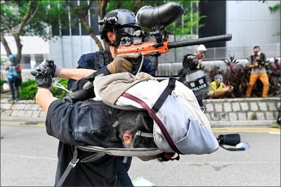 港人上街反極權 再爆警民衝突