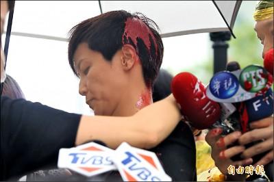 統促黨主委潑漆攻擊 何韻詩:絕不屈服紅色恐怖