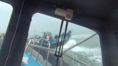 越界中國漁船蛇行逃逸 金門海巡驚險緊貼逮人