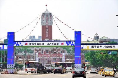 國慶牌樓現媽咪生日快樂?內政部:廠商跳電測試
