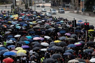 香港人反抗》反禁蒙面法遊行! 港人無畏刑責戴口罩上街