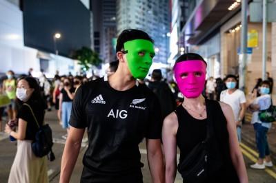 香港人反抗》禁蒙面法生效「全城失控」 超商、超市宣布停業