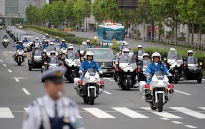 日本天皇即位遊行 禁帶自拍棒、不准「騎肩膀」