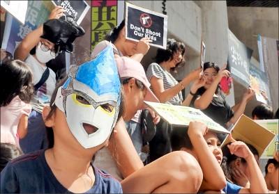 兒童連儂牆 撐香港