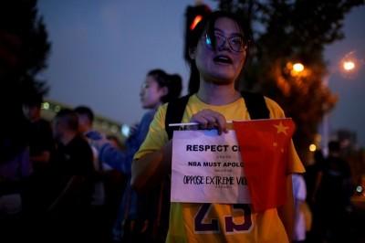 中國網友崩潰! NBA上海賽開打  傳禁止帶五星旗入場