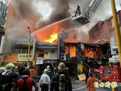 花蓮市鬧區大火燒毀7戶 80年豆干老店也受害