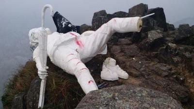 香港民主女神登獅子山遭毀! 團隊:女神姿態已被見證