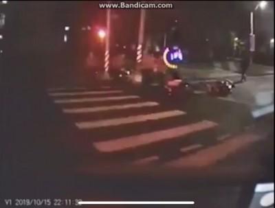 宜蘭也傳外送員車禍 停紅燈遭撞