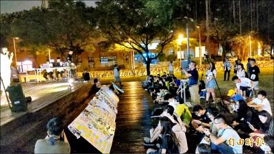 上百成大生撐香港 連儂牆前大合唱