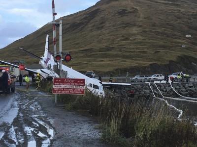 阿拉斯加飛機衝出跑道失事 1死10餘人傷