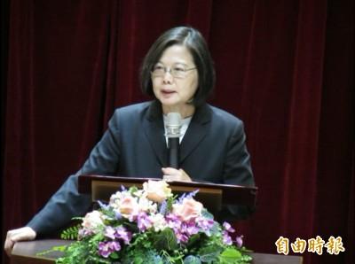 台中贈匾 蔡英文:所有台灣人都值得擁有自由民主