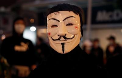 香港蘭桂坊今夜狂歡否?警、民、商各自盤算 氣氛緊張、詭異