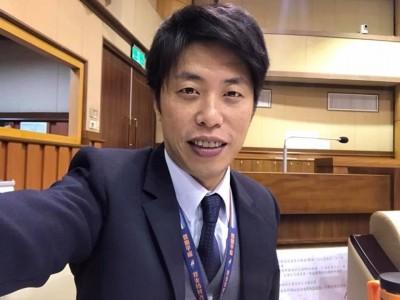 庶民破滅》 韓國瑜失業買豪宅 基隆議員:朝年輕人臉上吐口水