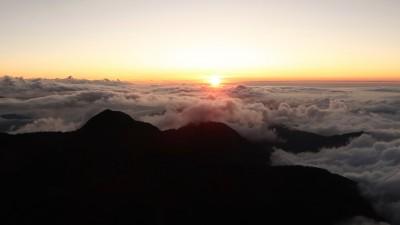 夕陽霞光加壯闊雲海 玉山北峰秋景絕美